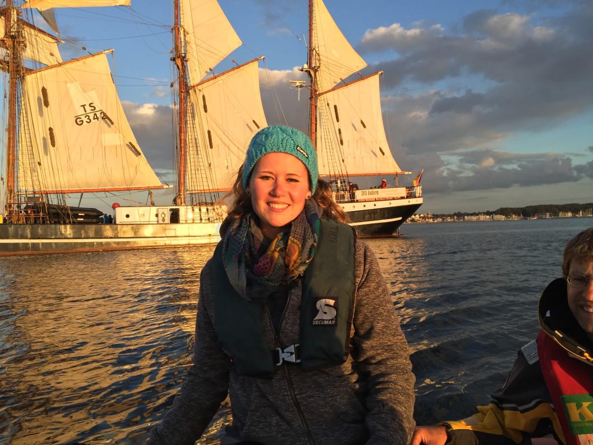 Im Rahmen der Summerschool Science verbringen Schülerinnen und Schüler der 7., 8. und 9. Jahrgangsstufe aller Schularten 11 Tage ihrer Ferien auf dem Dreimasttoppsegelschoner Thor Heyerdahl