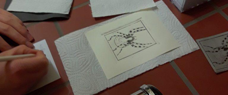 In dem Angebot Bio und Kunst beschäftigen sich Schulklassen mit dem Tiefdruckverfahren