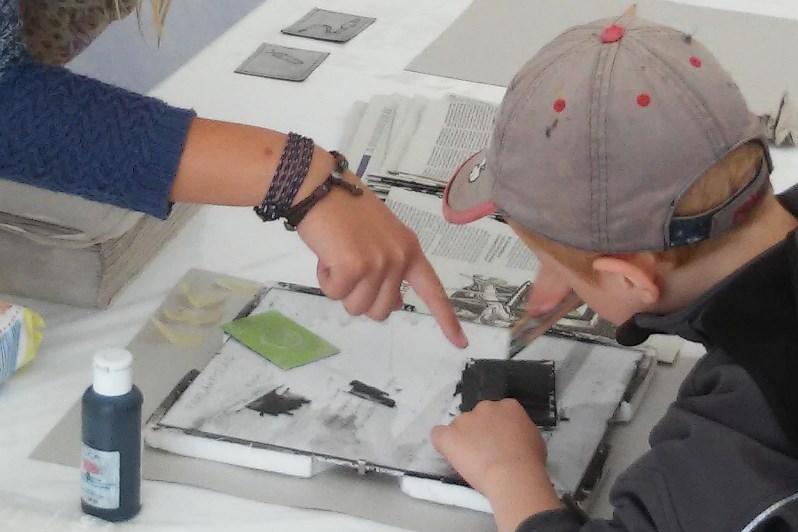 Am Samstag nahm das geo:labor die großen und kleinen Besucherinnen und Besucher mit auf eine Entdeckungsreise Boden und stellte unter anderem sein neues Angebot Kunst und Biologie vor.