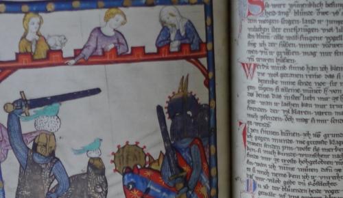 Schülerinnen und Schüler arbeiten selbständig mit einem Faksimile des Codex Manesse, der umfangreichsten deutschen Lieder-Handschrift des Mittelalters.