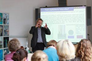 Bei der Ringvorlesung Nanotechnologie für den Unterricht geben Wissenschaftlerinnen und Wissenschaftler EInblicke in aktuelle Forschungsthemen