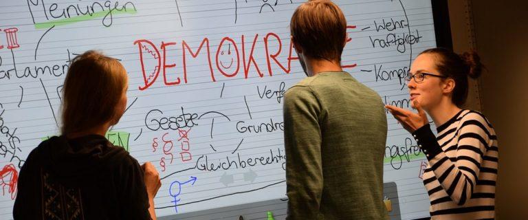 In den Angeboten des demokratie:werks erhalten Schülerinnen und Schüler Einblick in verschiedene Aspekte von Demokratie