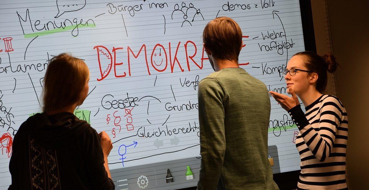 Im demokratie:werk lernen Schülerinnen und Schüler auf experimentelle Weise verschiedene Aspekte von Demokratie und demokratischem Handeln kennen.