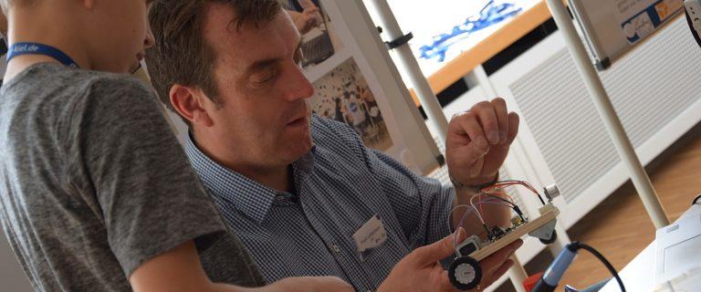 Mit der Plattform Arduino bauen Schilklassen in der nawi:werft selbstprogrammierte Roboterfahrzeuge
