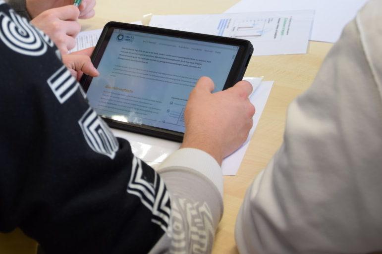 Im Online Angebot des demokratie:werkes beschäftigen sich Schulklassen mit der Herausforderung Klimawandel