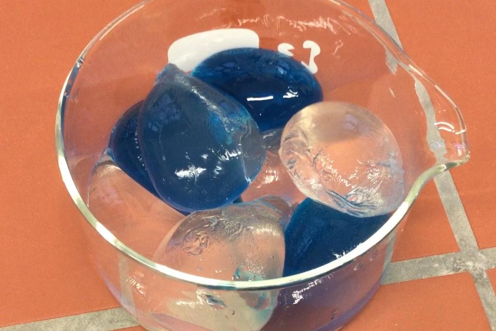 Videoamleitunen zur Herstellung von Bioplastik-Trinkkugeln und Stärkefolie